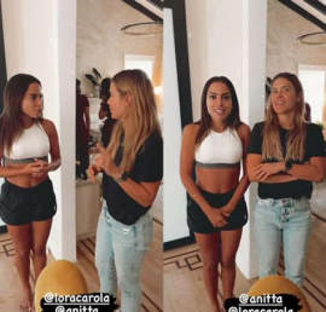© Da Redação As duas estavam curtindo um dia de spa na casa da cantora.
